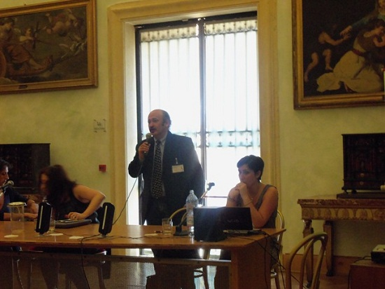 Leyes expone en UNIART Roma