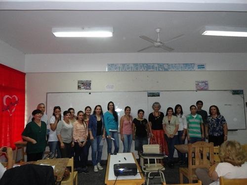 Alumnos que realizaron a la investigación junto a la docente Somoza