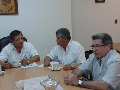 El rector de la UNaF, el coordinador del PAIPPA y el decano Irala
