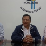 El decano S+ínchez, el rector Romano y el bi+¦logo Zurita2